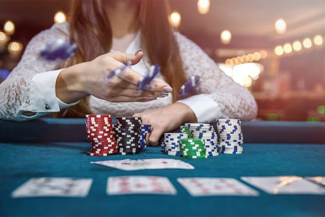 What is meant by online slots and how can you play?